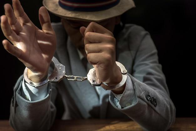 Homme d'affaires arrêté pour fraude à l'état
