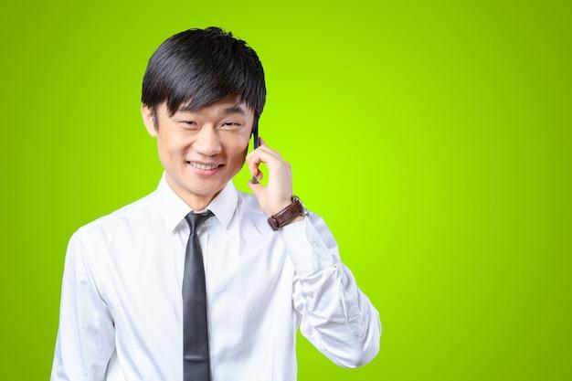 Homme affaires asiatique, conversation téléphone mobile