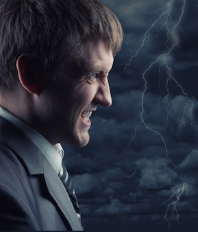 Homme d'affaires en colère