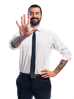 Homme d'affaires comptant cinq