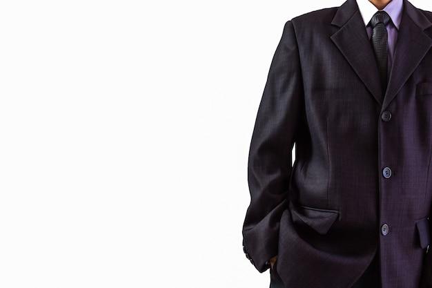 Homme d'affaires en costume sur un fond blanc adapté à tout le contenu d'affaires.