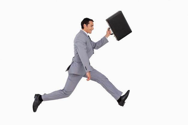 Homme d'affaires en cours d'exécution avec une valise