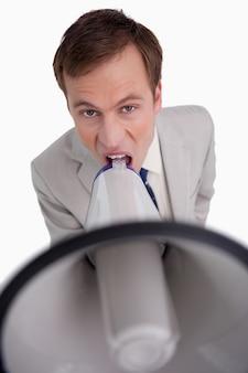 Homme d'affaires, criant par mégaphone
