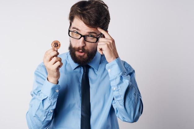 Homme d'affaires crypto-monnaie bitcoin finance investissement internet économie