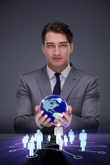 Homme d'affaires dans le concept de réseaux sociaux