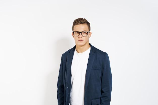 Homme affaires, dans, a, veste, porter lunettes