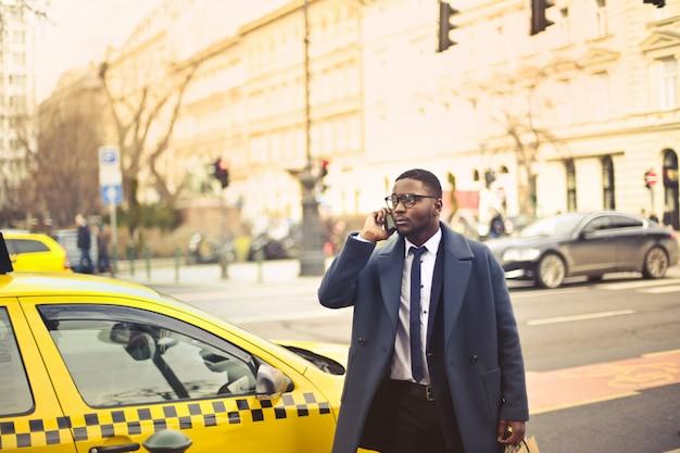 Homme d'affaires dans la ville