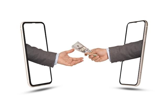 Un homme d'affaires détenant un billet de banque en dollars à donner et un homme d'affaires le reçoit via un smartphone