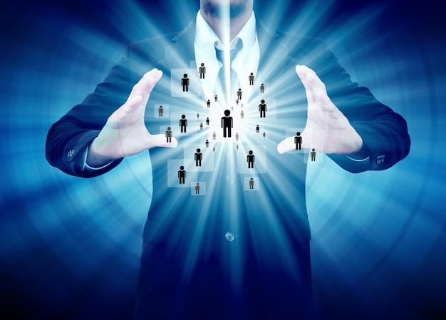 Homme d'affaires détenant l'icône du réseau social