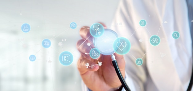 Homme d'affaires détenant l'icône médicale et connexion
