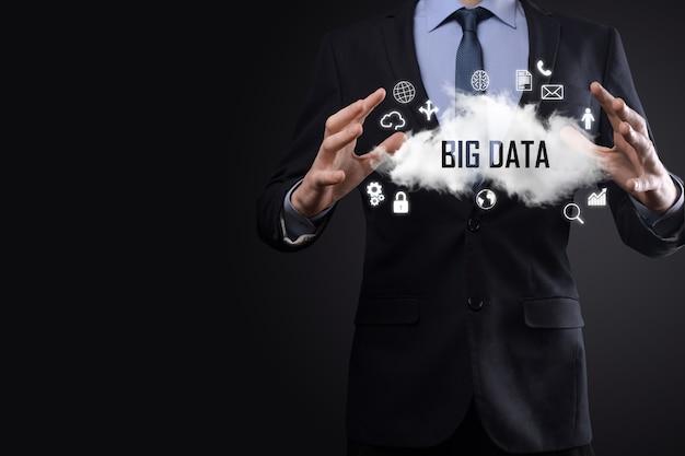 Homme d'affaires détient l'inscription, mot big data