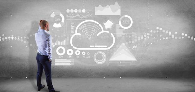 Homme affaires, devant, a, mur, à, nuage, et, wifi, concept, à, icône, stats, et, données, rendu 3d