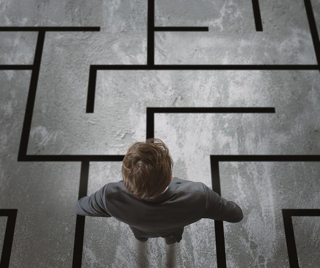 L'homme d'affaires doit sortir d'un labyrinthe difficile.