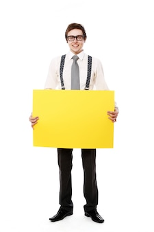 Homme d'affaires élégant avec panneau d'affichage vide