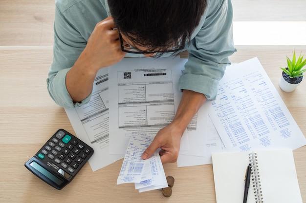 Homme affaires, financier, soucis