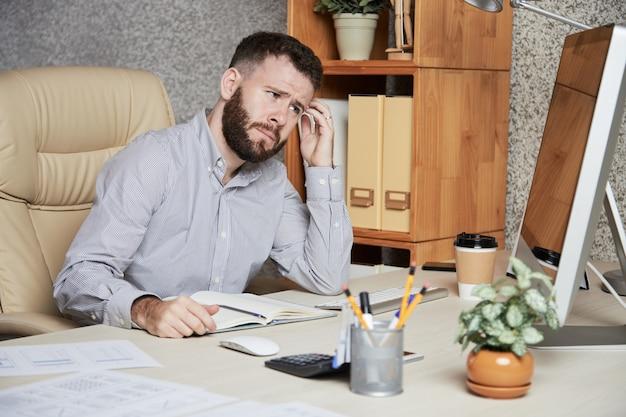 Homme d'affaires frustré