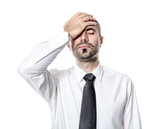 Homme d'affaires avec la main sur le désespoir et le stress du front