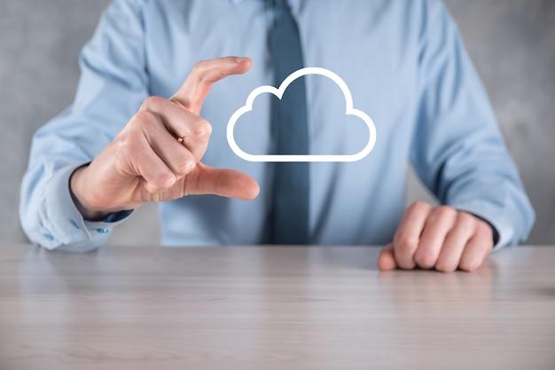Homme affaires, main, tenue, cloud., nuage, informatique, concept, gros plan, de, jeune homme affaires, à, nuage, sur, sien, main., concept, de, service cloud.