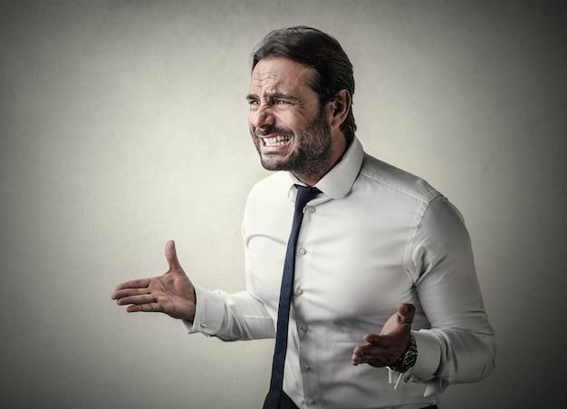 Homme d'affaires malheureux en colère