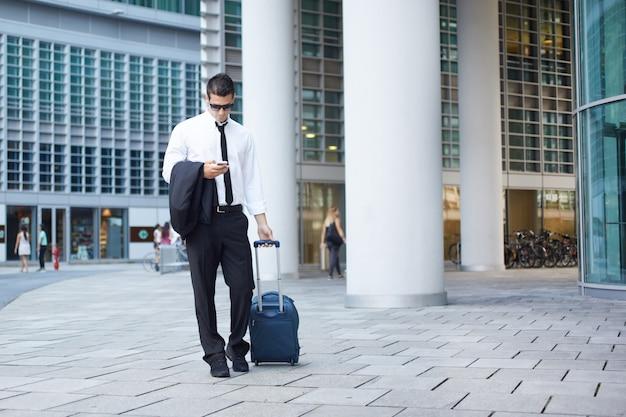 Homme d'affaires marchant