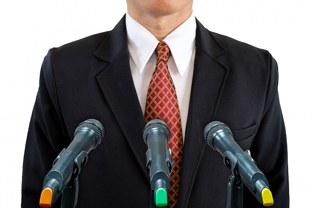 Homme d'affaires et microphones