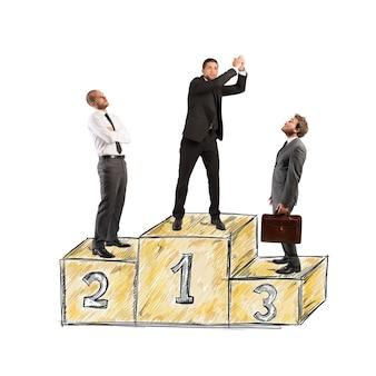 Homme d'affaires sur les podiums. concours de réussite