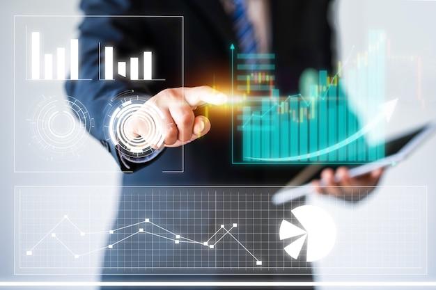 Homme d'affaires pointant le graphique d'entreprise, concept d'idée d'entreprise