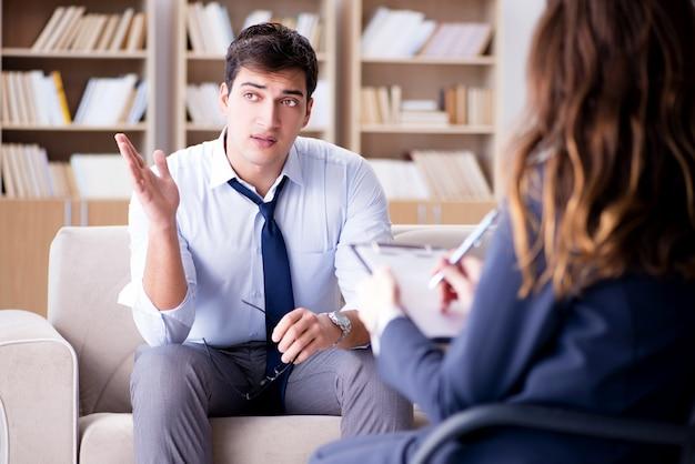 Homme d'affaires en psychothérapie