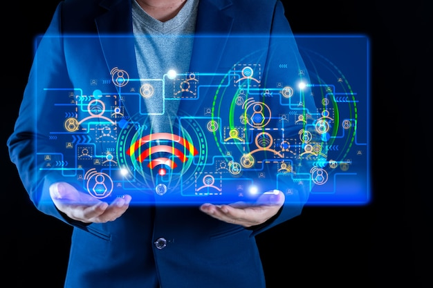 Homme d'affaires tenant un graphique sur le signal wifi haut débit concept en ligne multi-liens