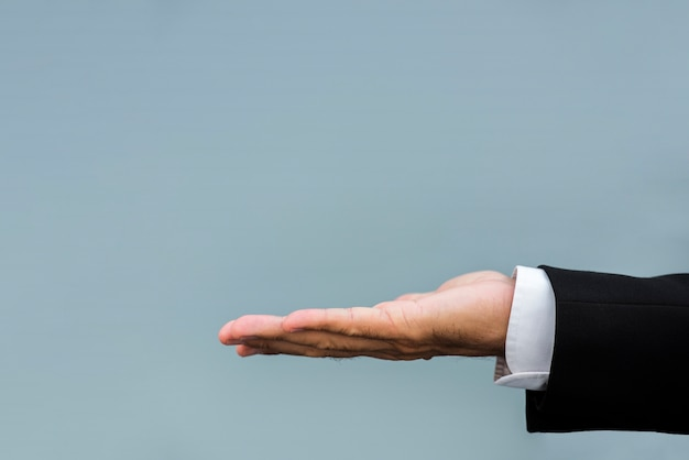 Homme affaires, tenant main, à, copie, espace