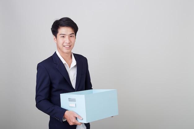Homme affaires, tenue, carton