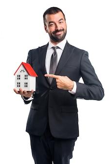 Homme d'affaires, tenue, petit, maison
