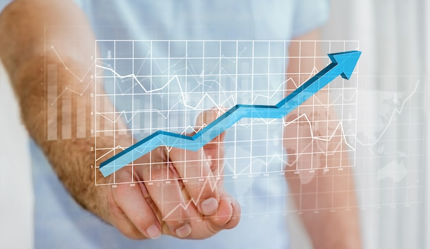Homme d'affaires touchant les barres de cartes numériques et la flèche bleue