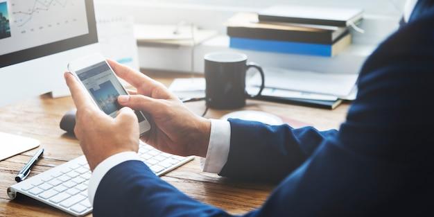 Homme affaires, travail, lecture, concept information