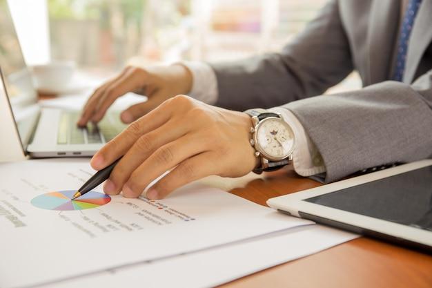Homme affaires, travailler, financier, plan