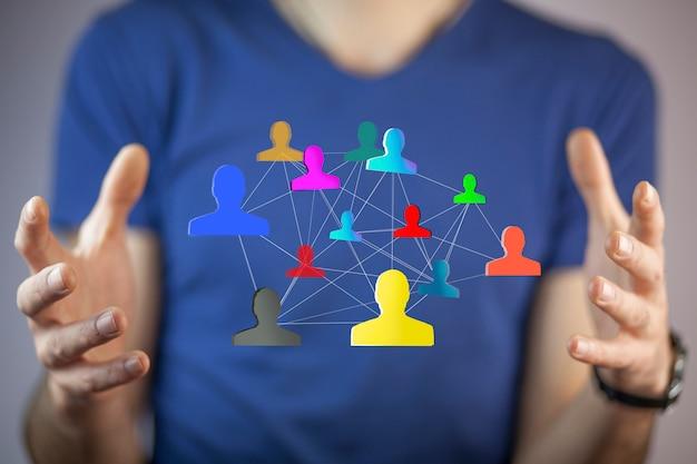 Homme affaires, utilisation, main, réseau social, interface