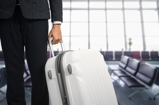Homme affaires et valise