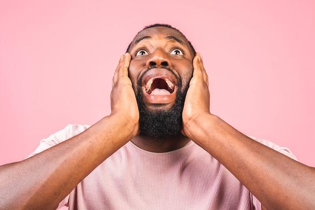 Homme afro-américain surpris surpris