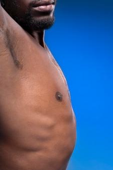 Homme afro-américain torse nu