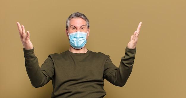 Homme d'âge moyen avec un masque de protection
