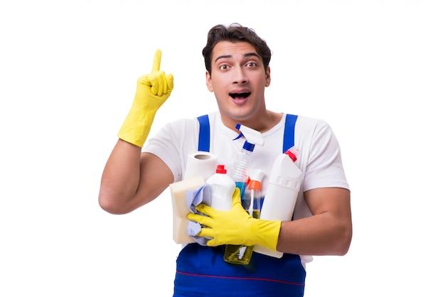 Homme avec des agents de nettoyage isolés sur blanc