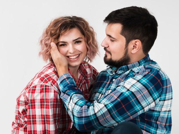Homme aimant la femme pour la saint valentin