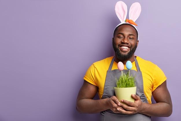 Homme américain africain, à, oreilles lapin