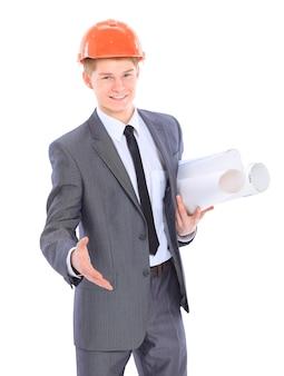 Homme architecte sérieux debout isolé sur fond blanc