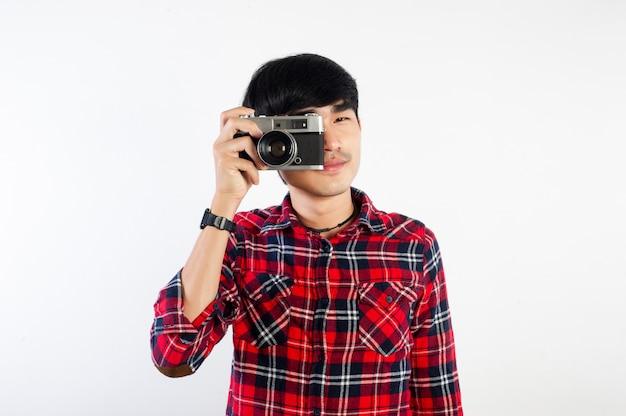 Homme asiatique, prendre, photo, isolé, blanc