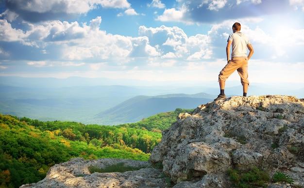 L'homme au sommet de la montagne