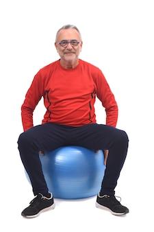 Homme avec ballon blanc