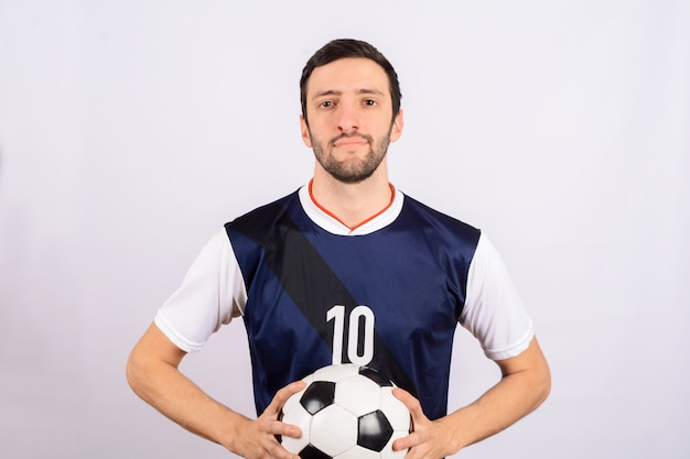 Homme avec ballon de foot