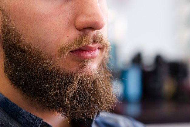 Homme, barbe, après, toilettage, gros plan