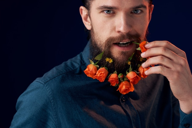 Homme barbe fleurs décoration romance cadeau sombre.